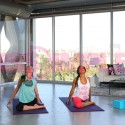 tara-stiles-and-tia-mowry-yoga